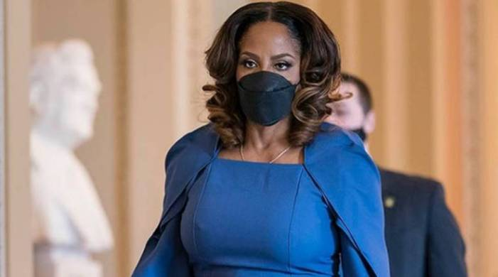 Netizens can't get over US impeachment manager Stacey Plaskett's cape dress