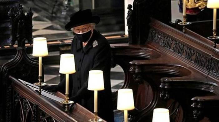 'In loving memory': Queen Elizabeth II left handwritten note on Prince Philip's coffin