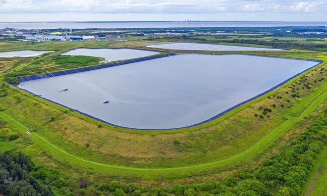 Officials fear 'uncontrolled' breach of Florida wastewater reservoir; hundreds evacuated