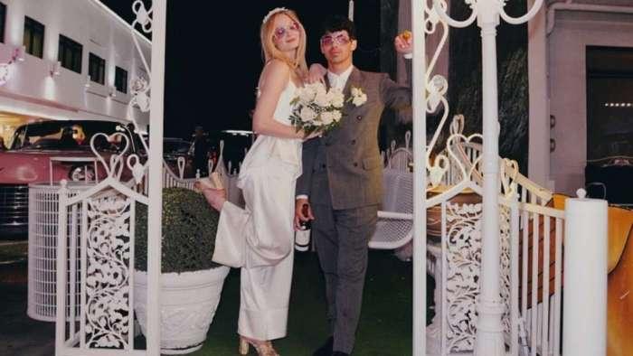 Sophie Turner dumps unseen photos from her Vegas wedding with Joe Jonas feat Priyanka Chopra
