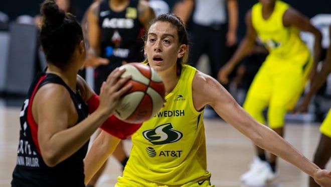 WNBA star Breanna Stewart proposes to Marta Xargay of the Phoenix Mercury