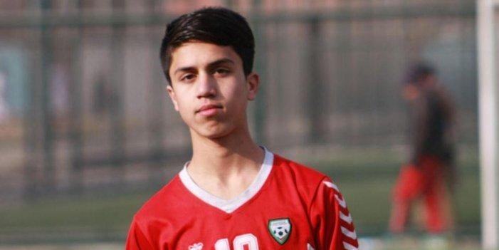 El joven futbolista Zaki Anwari muere trágicamente tras caer del avión militar en el que huía de Afganistán