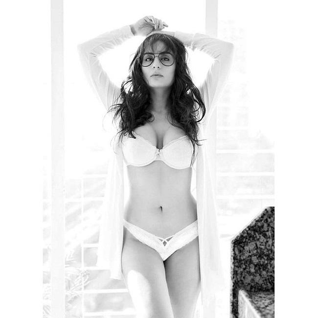 DAMN HOT: Saaho Girl Raises Heat in Bikini