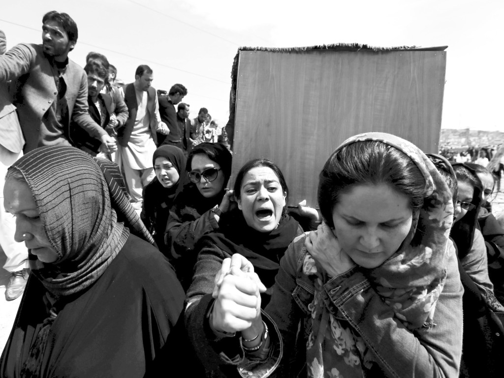 Against all tradition, women in Afghanistan carry Farkhunda's coffin.
