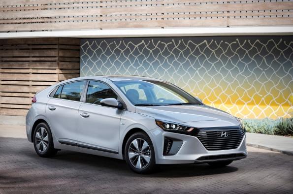 Hyundai-cars-win-performance-awards