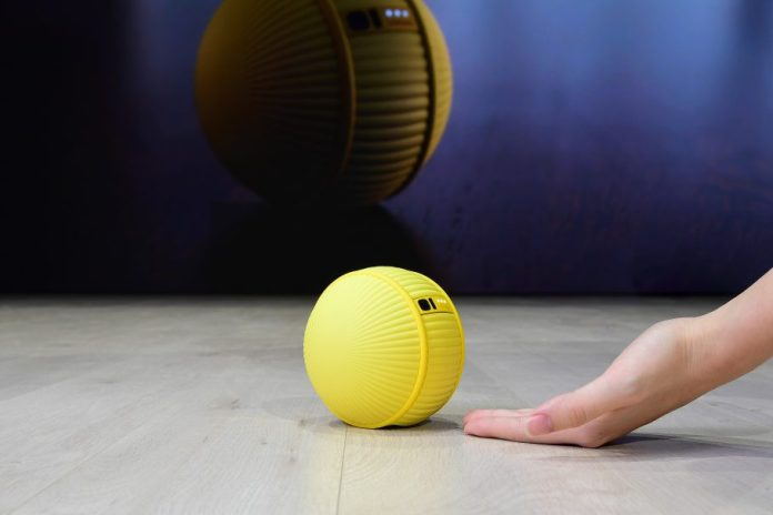 Samsung-introduces-rolling-robot