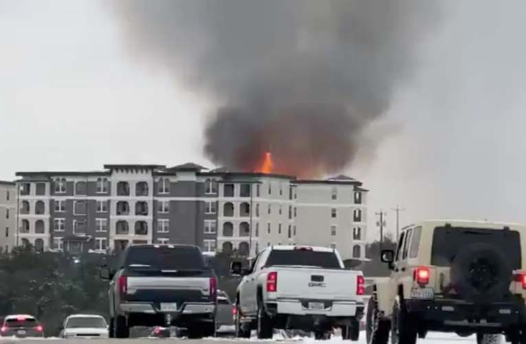 Huge fire breaks out in Texas apartment as fighters unable to get water from frozen hydrants