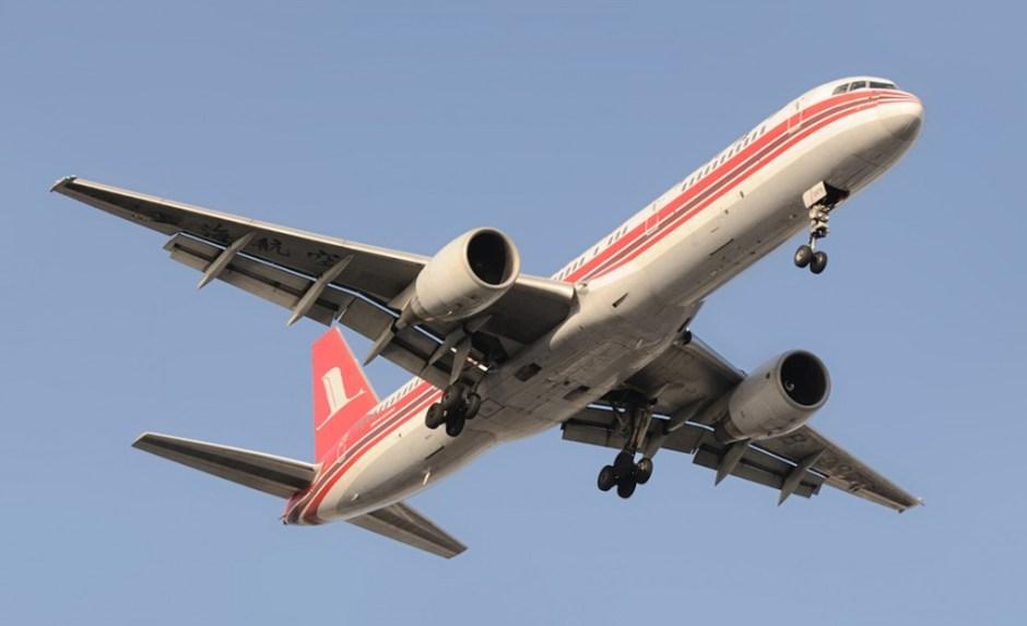 Shanghai_Airlines_Boeing_757-26D_B-2876_Gu