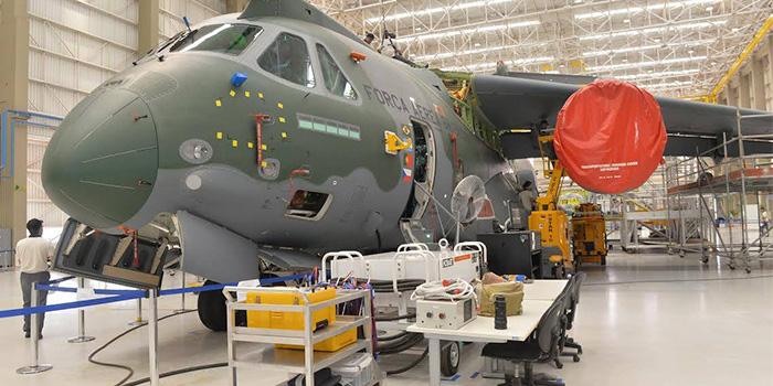 Ministro-da-Defesa-Visiat-Embraer-2