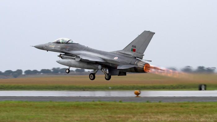 A Força Aérea Portuguesa destacou seis F-16 de Monte Real para Beja