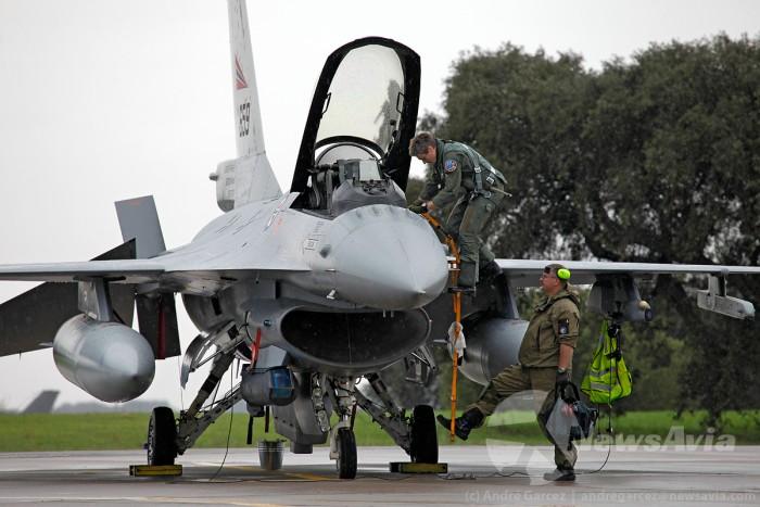 A Noruega está presente em Beja com seis F-16. Aqui vemos um piloto a entrar no avião para participar em mais uma missão