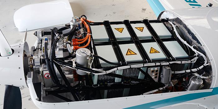 Extra-330LE---Siemens--pormenor-motor