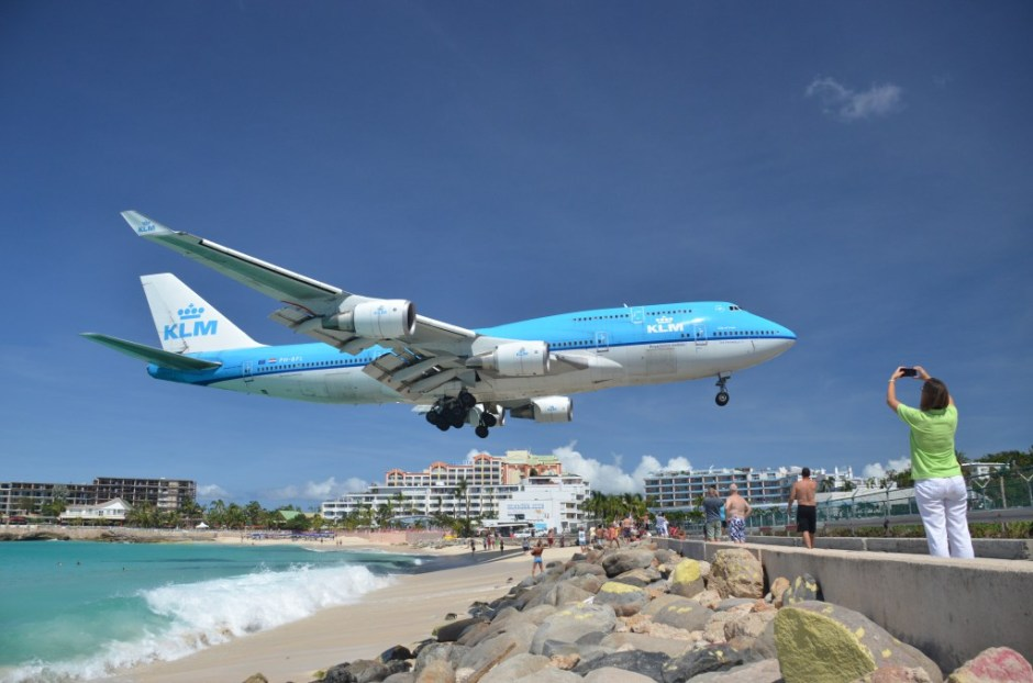 klm-landing-747-maho-beach-photo-by-alljengiflickr