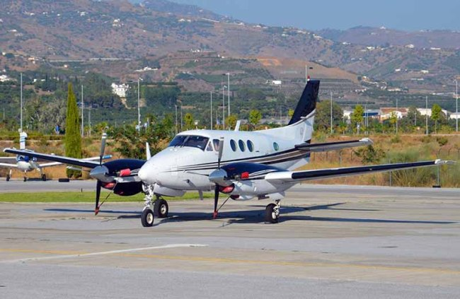 acid-beechcraft-kingair-n79ct-800px
