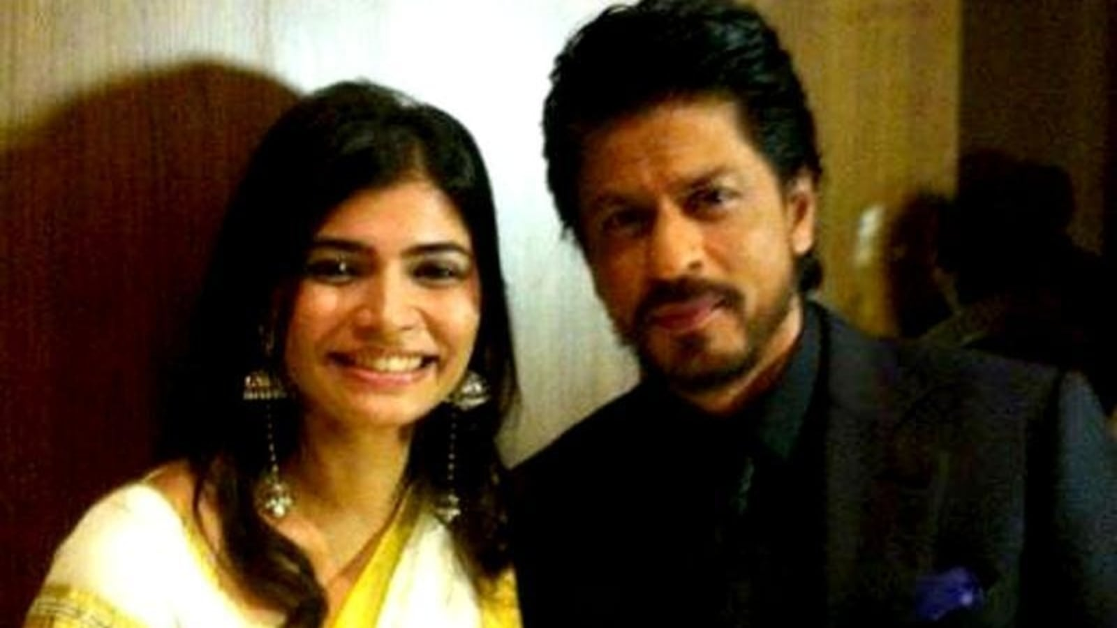 Chinmayi Sripaada remembers how Shah Rukh Khan touched her mother's feet, says she is praying for him