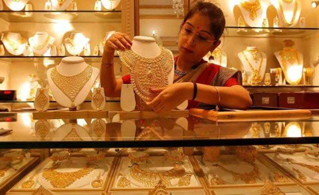 गोल्ड फ्यूचर्स में 400 अंकों से अधिक की गिरावट, पीली धातु में 47,000 रु