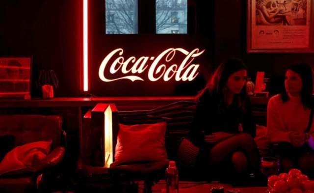 कोका-कोला पोस्ट स्पार्कलिंग क्वार्टर, राइजिंग कोविद मामलों पर रॉकी वसूली की चेतावनी