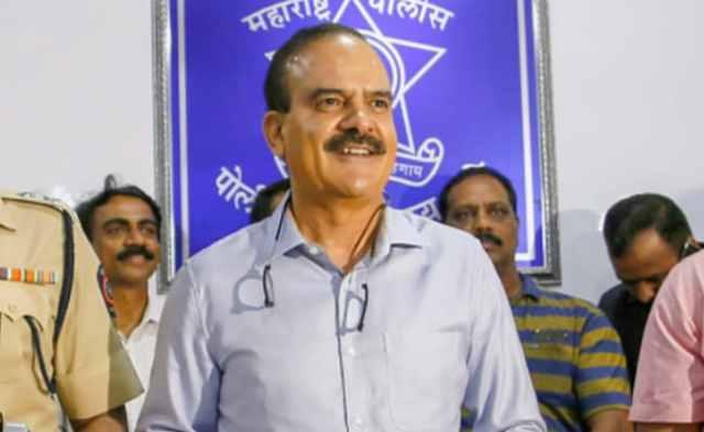 2 मुंबई पुलिस के बयानों ने पूर्व मुंबई टॉप कॉप के आरोपों को दर्ज किया