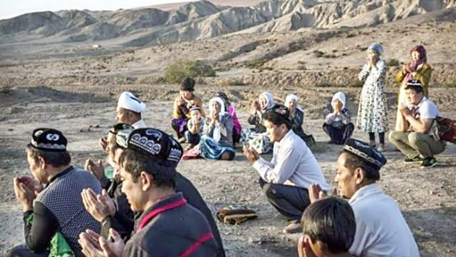 Znalezione obrazy dla zapytania obozy uchodzcow w chinach zdjecia
