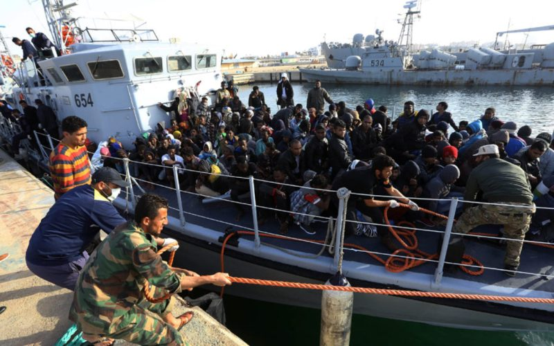 Libyan navy rescues 335 migrants, recovers 1 body