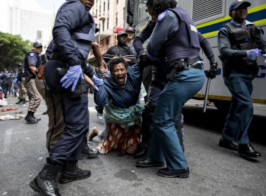 S.Africa police collide with protesting refugees