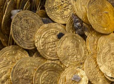 Egypt Intercepts Ancient Coins Smugglers at Cairo Airport (News Central TV)