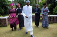 PHOTOS: Buhari hosts aides in London