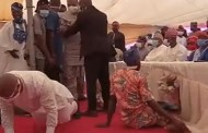So Respectful: MC Oluomo prostrates to greet elders at Oluwo of Iwo mum's 8th Fidau prayers