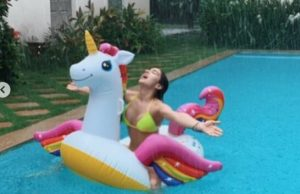 Sara Ali Khan beats the heat in style; teases fans with her new pool pictures