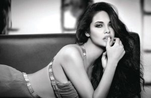 esha-gupta-raises-temperature-with her latest bold picture