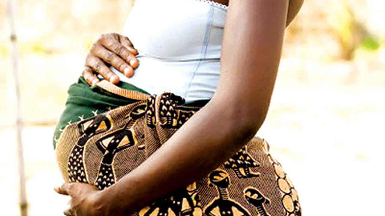 pregnant_african_woman-istock_000012169363small