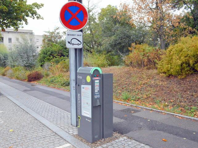 VENISSIEUX   Recharge pour voiture électrique > déploiement de bornes