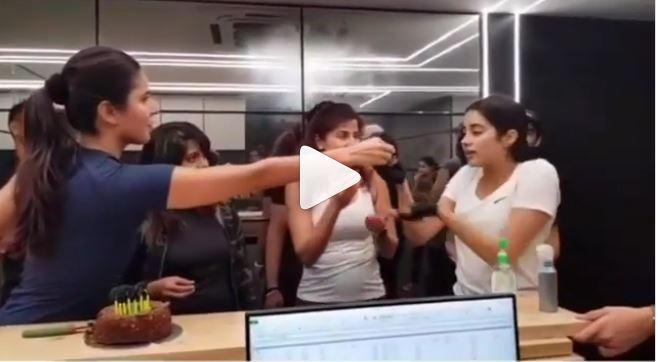 जाह्नवी को क्यों लगा कटरीना के केक से 'डर'? वीडियो वायरल