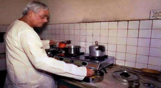झींगा मछली और बूंदी लड्डू के शौकीन थे अटल बिहारी वाजपेयी, ठंडई से भी था बेहद लगाव