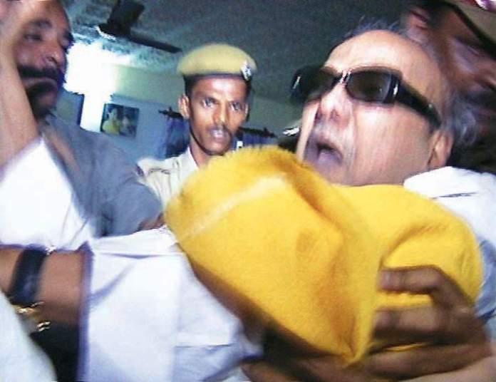 सो रहे करुणानिधि को दरवाजा तोड़कर उठा ले गई थी जयललिता की पुलिस, तब लगे थे रोने