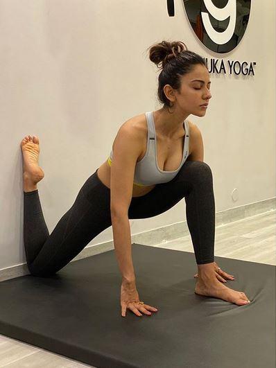 actress rakul preet singh latest swimsuit hot photo is viral on instagram