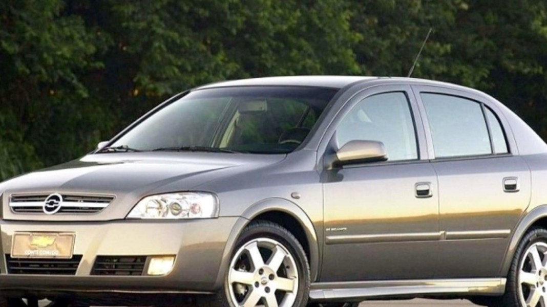 Top 10 de carros automáticos com valor de até 20 mil reais. Marca: Chevrolet Astra.