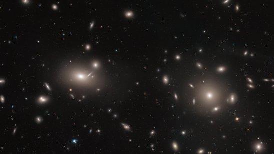 NGC-4874-Veja-Quais-Sao-As-5-Maiores-Galaxias-do-Universo-Andromeda-e-Via-Lactea-Nao-Estao-na-Lista.