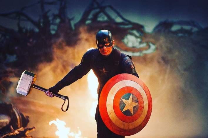 Capitão América Ergue o Mjolnir