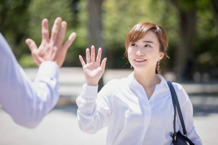 Encostar na Mão é Considerado Contato Íntimo no Japão