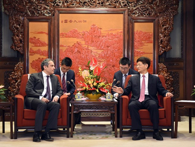 Meng Jianzhu (R), head of the Commission for Political and Legal Affairs of the Communist Party of China (CPC) Central Committee, meets with Umit Yalcin, deputy under-secretary of the Foreign Ministry of Turkey, in Beijing, capital of China, March. 16, 2015. (Xinhua/Zhang Duo) (wyl)
