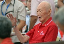File photo taken on Aug. 9, 2014 shows Lee Kuan Yew greeting the audience during the 49th National Day Parade in Singapore. Singapore's former Prime Minister Lee Kuan Yew died at 3:18 a.m. local time at age of 91 in Singapore, March 23, 2015. (Xinhua/Then Chih Wey)