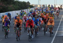 Cyclists compete on the urban circuit of the 100-km Gran Fondo Buenos Aires race in Buenos Aires, Argentina, on March 23, 2015. About 800 cyclists took part in the first Gran Fondo Buenos Aires race. (Xinhua/Jose Casal/TELAM) (jp)