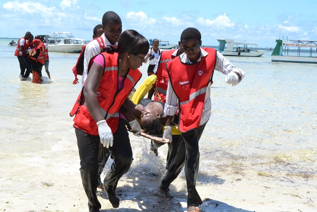 Members of the Mombasa Kenya Red Cross Society demonstrate life saving skills at the public beach in Mombasa on April 3, 2015. Despite the low turn up in the number of international tourists visiting Kenya due to terrorists related incidents, local tourists sill trip to the coastal area to celebrate the Easter weekend. (Xinhua/Simbi Kusimba)