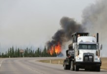 AFP / Cole Burston/ The wildfire in Alberta oil sands region doubled in size in one day, covering more than 200,000 hectares and is continuing to grow, the Alberta Emergency Management Agency says