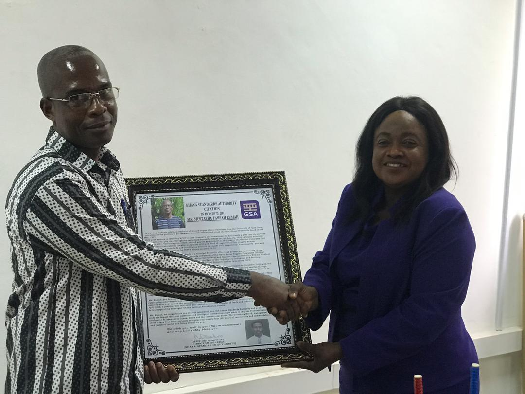 Deputy Director General ( Conformity Assessment)Mrs. Prudence Asmoah- Bonti presenting a citation to Mr Kumah
