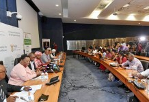 A press conference on COVID-19 is held in Proteria, South Africa, March 9, 2020. South African Health Minister Zweli Mkhize on Monday announced that four more South Africans have been tested positive for the COVID-19. (Xinhua)