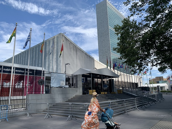 A woman walks with a baby stroller in front of the United Nations (UN) headquarters in New York, the United States, July 20, 2020. The UN headquarters on Monday started its phase one reopening after it had remained physically close over the past four months to mitigate the spread of COVID-19. (Xinhua/Wang Jiangang)