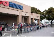 People line up to enter the Costco supermarket which restricts customer flows amid the novel coronavirus outbreak in San Francisco Bay Area, the United States, March 16, 2020. The number of COVID-19 cases in United States has topped 4,600 as of Monday night, an increase of more than 1,000 in the past 24 hours, according to the Center for Systems Science and Engineering at Johns Hopkins University. Six counties in northern California's Bay Area region, including San Francisco, on Monday announced a public health order requesting residents to stay at home except for essential