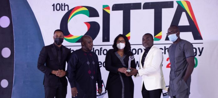 Airteltigo Officials Receiving The Award From The Ceo Of Instinct Wave X